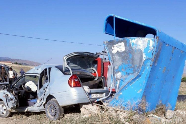 Otomobille kamyonet çarpıştı: 1 kişi öldü