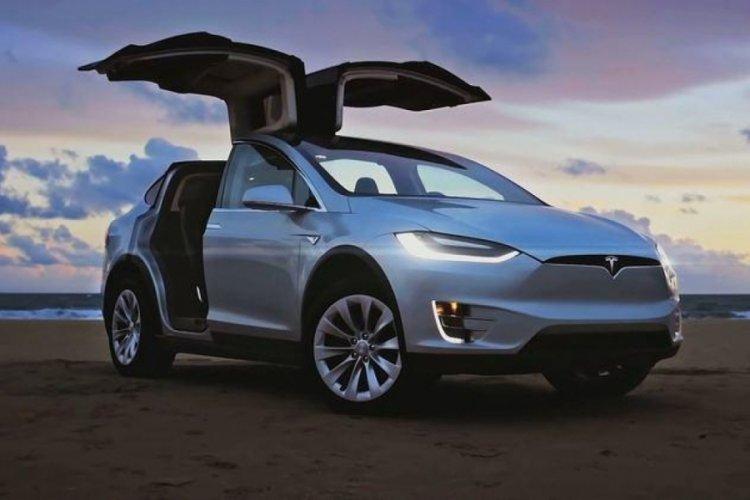 Tesla, kendi kendine sürüş paketi için abonelik sistemi başlattı
