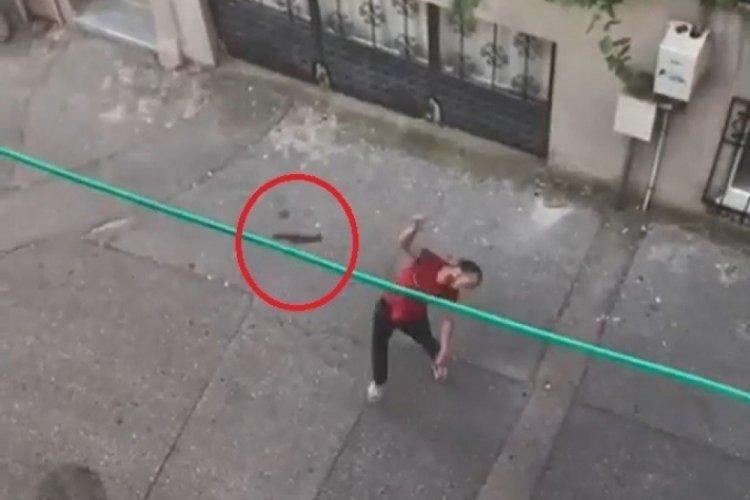 Bursa'da yeğeni 3. kata balta fırlattı, satırla tehdit etti