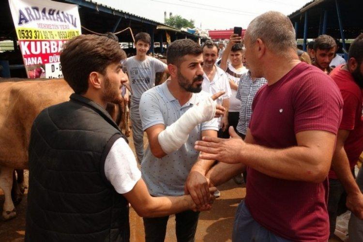 Bursa'da kurbanlık pazarlığı sırasında kolu çatladı