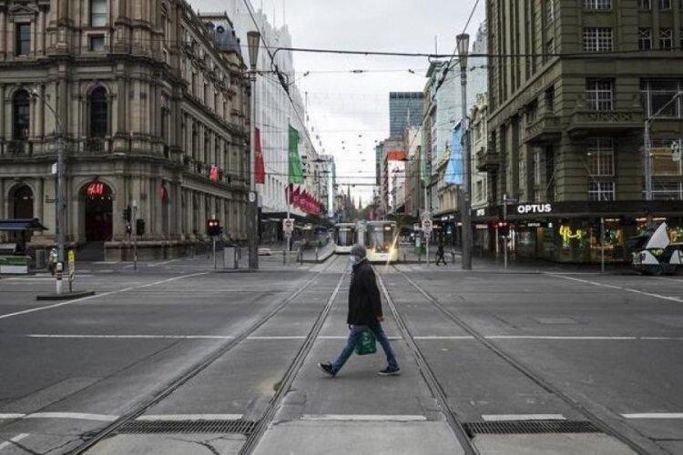 Melbourne'de koronavirüs yasakları uzatıldı