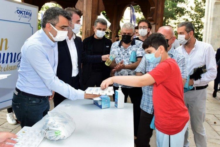 Bursa Yıldırım Belediye Başkanı Yılmaz bayramı Yıldırım Beyazıt Camii'nde karşıladı