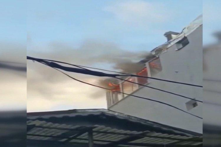 Beyoğlu'nda mangal yakmak isterken evi yaktılar!