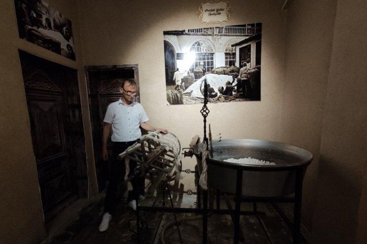 Bursa'da müzeye giren 100 yıl öncesinin esnafını görüyor