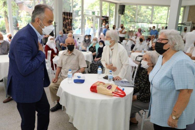Bursa'da huzurevi ve hastanede bayram