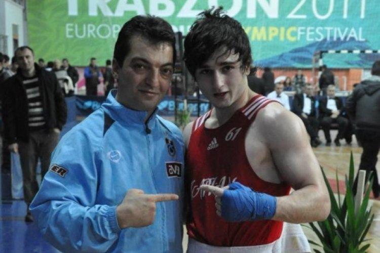 Bursa'daki evinde ölü bulunan Avrupa şampiyonu milli boksör son yolculuğuna uğurladı