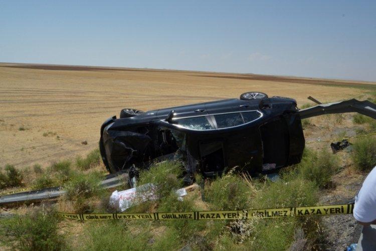 Otomobil, bariyere çarptı: 2 ölü 4 yaralı