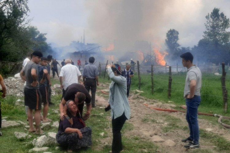 Çıkan yangında hayvan çiftliği kullanılamaz hale geldi