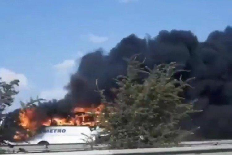 Yolcu otobüsü, otobanda alev alev yandı!