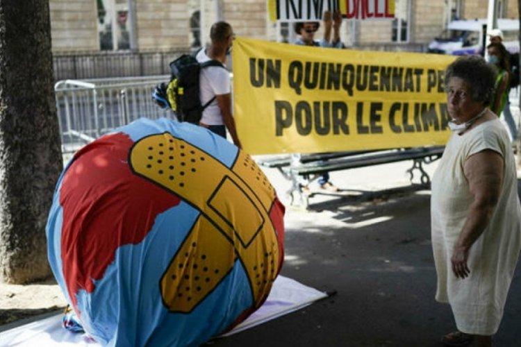 Fransa'da iklim yasa tasarısı kabul edildi