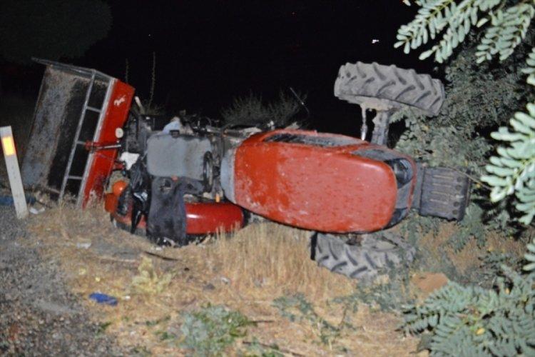 Otomobil ve traktör çarpıştı: 9 yaralı