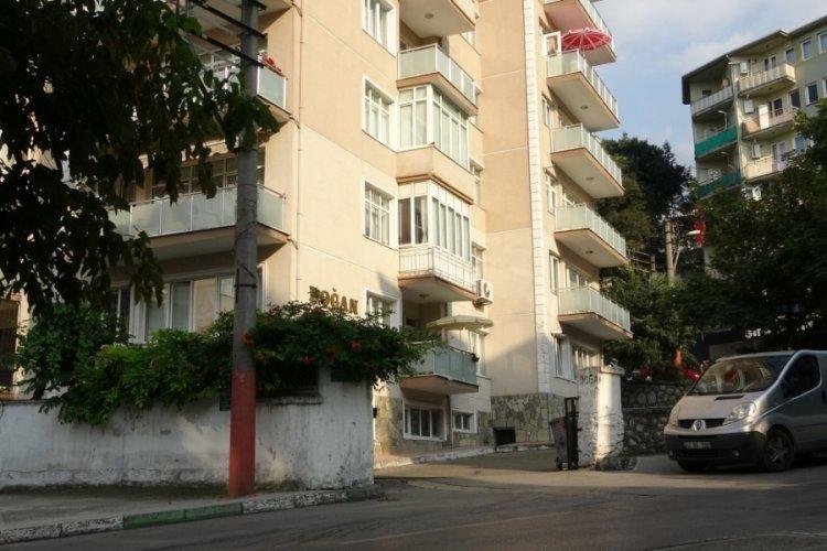 Bursa'da kilitli kaldığı dairenin balkonundan alt kata inerken düşen Dilek öldü