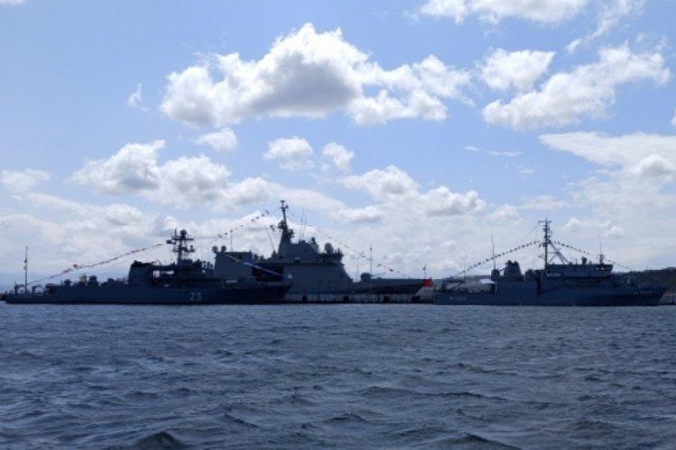 3 savaş gemisi Sinop'ta demir attı
