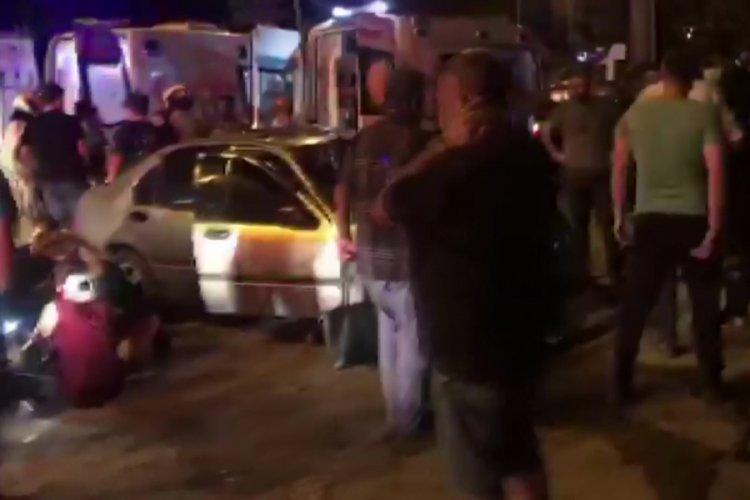 Bursa'da takla atıp direğe çarparak durabilen otomobilden sağ çıktılar