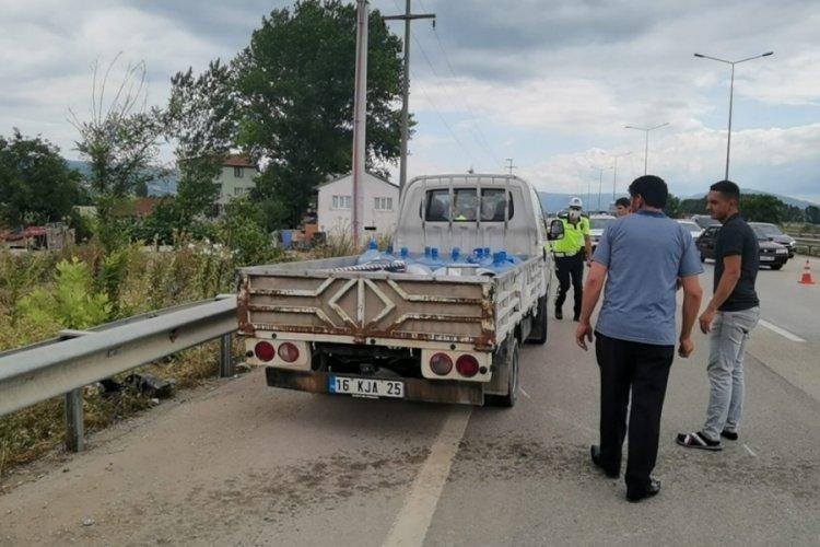Bursa'da kamyonet ile çarpışan otomobil takla attı: 4 yaralı