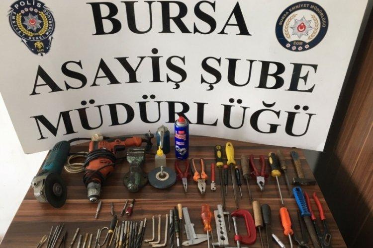 Bursa'da silah imâlathanesi olarak kullandığı evinde kendini vurdu