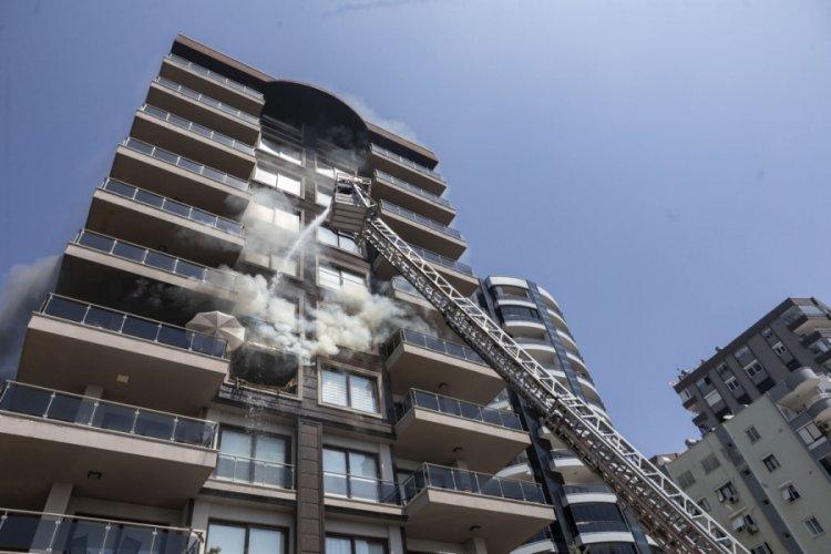 Mersin'de çıkan korkunç yangın, itfaiyenin müdahalesiyle söndürüldü