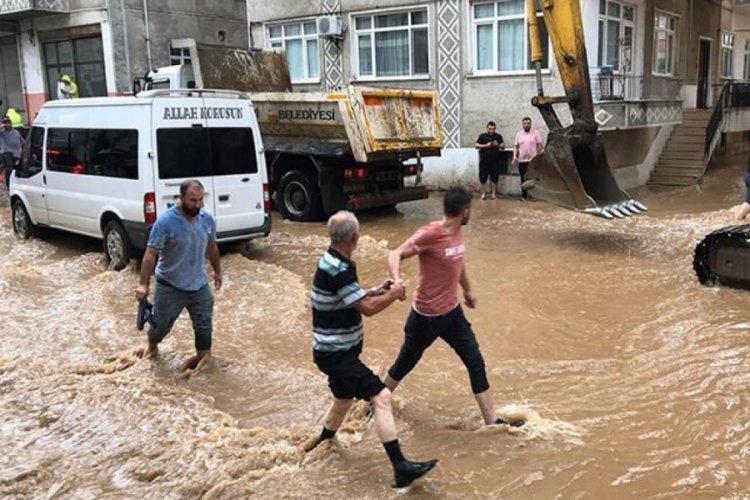 Arhavi'de 2 mahalle sular altında kaldı!