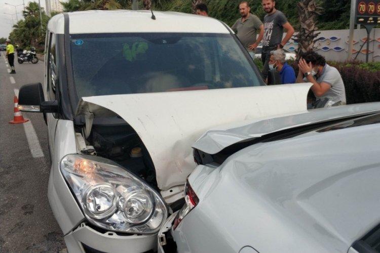 4 aracın karıştığı zincirleme kazada 1 polis yaralandı