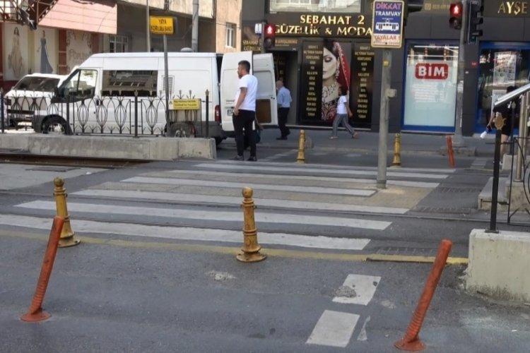 İstanbul'da karşıya geçmek isteyen kişiye tramvay çarptı