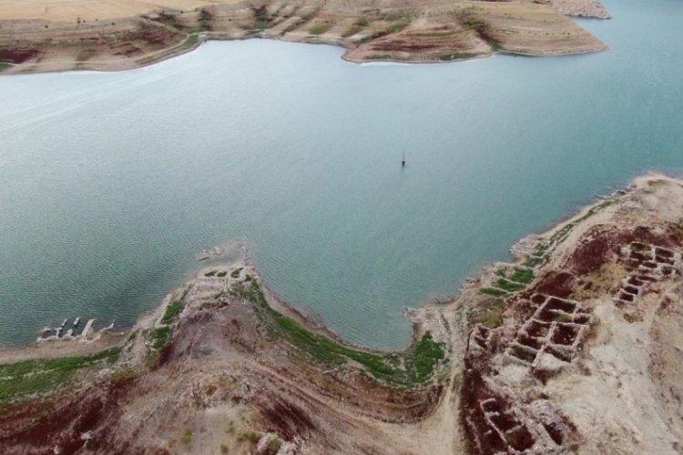Kayseri'de sular çekilince köy ortaya çıktı