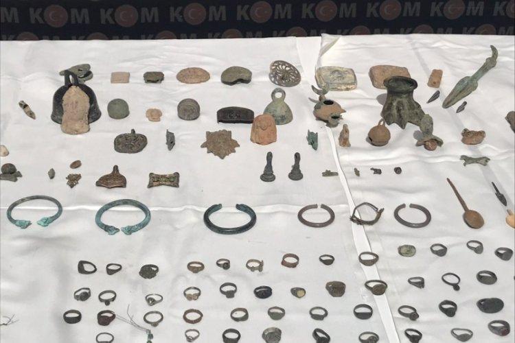 İstanbul Kapalıçarşı'da tarihi eseri satmak isterken yakalandı