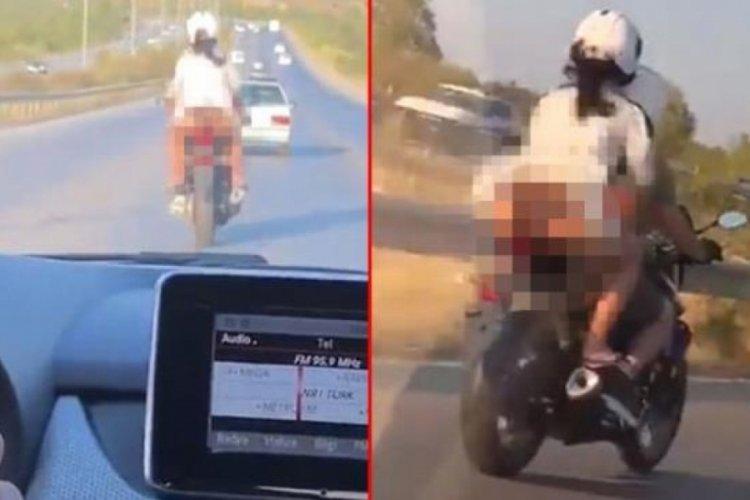 Motosiklette iç çamaşırı görünen kadını videoya çekip hakaret etti!