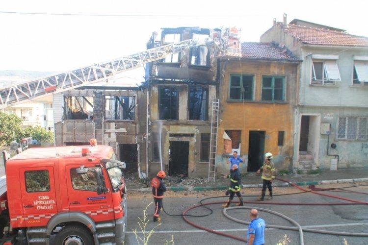 Bursa Gemlik'te metruk binada yangın