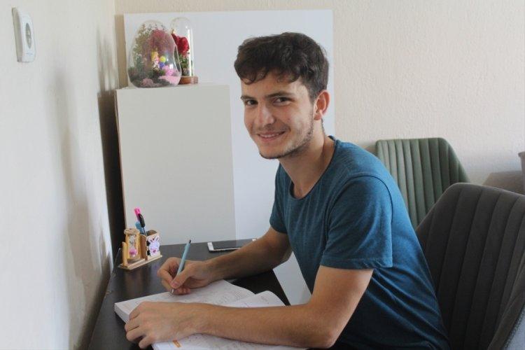YKS'de YDT Rusça Türkiye birincisi tıp fakültesi öğrencisi Dursun, Bursa'da başarısını değerlendirdi