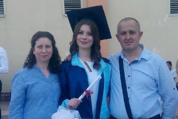 Bursa'da kamyonetin çarpması sonucu hayatını kaybeden Eda'nın diplomasını babası aldı