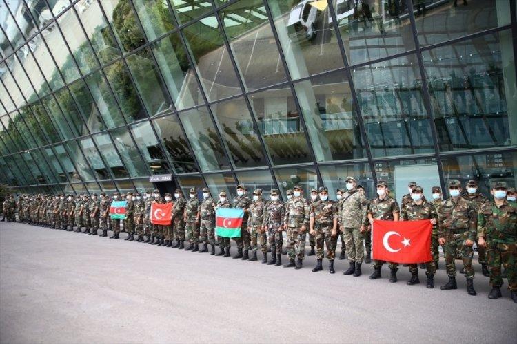 Azerbaycanlı ekipler, destek için Türkiye'ye hareket etti