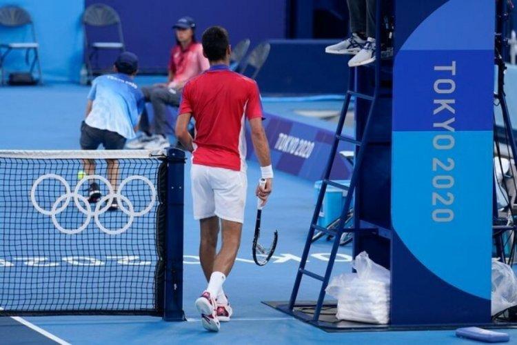Djokovic'e bir şok daha! Çılgına döndü, iki kez raket kırdı