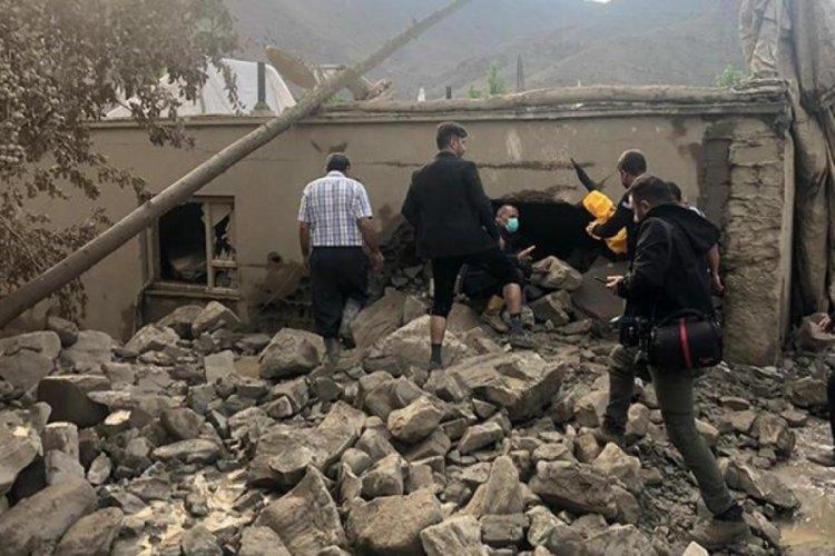 Van'da Sel 5 evi yıktı!