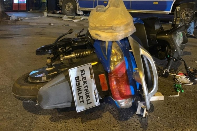Sakarya'da minibüs, elektrikli bisikletle çarpıştı: 3 yaralı