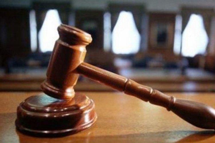 Maaş için boşanan çift aynı okulda oy kullanınca yakalandı