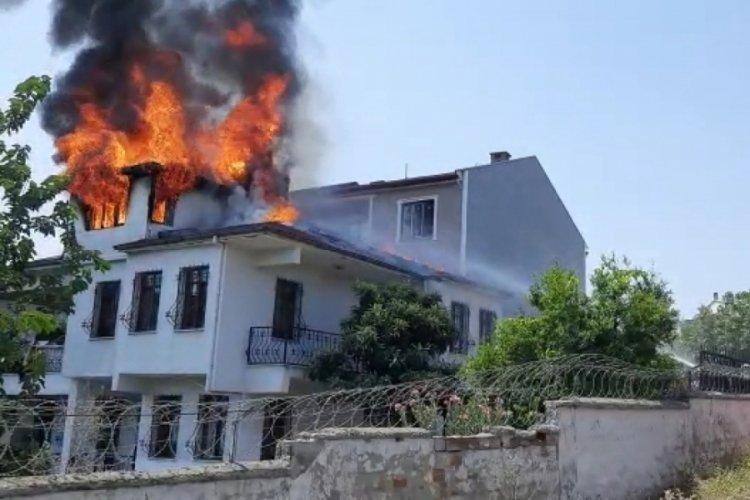 Bursa'da tamir ettiği evin çatısı yandı