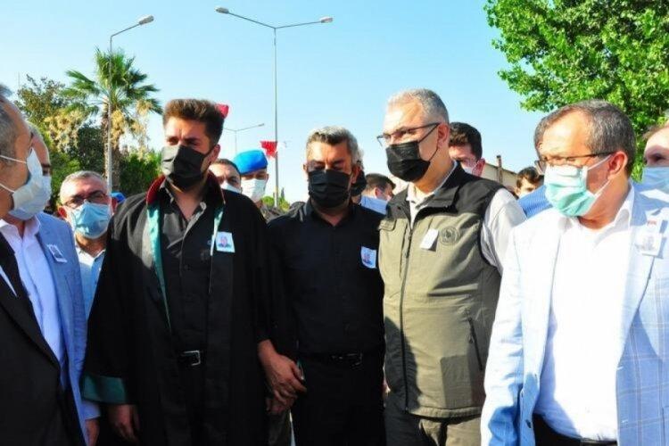 Şehit orman işçisinin oğlu avukat cübbesiyle cenaze törenine katıldı