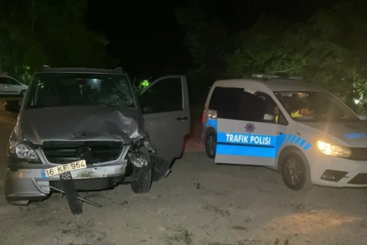 Bursa'da minibüs 5 arabaya çarptı: 8 yaralı