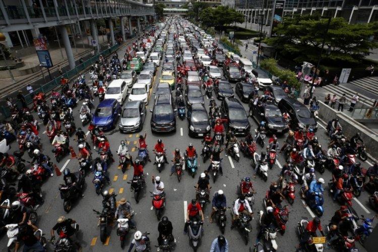 Tayland Bangkok'ta yüzlerce araçlık protesto!