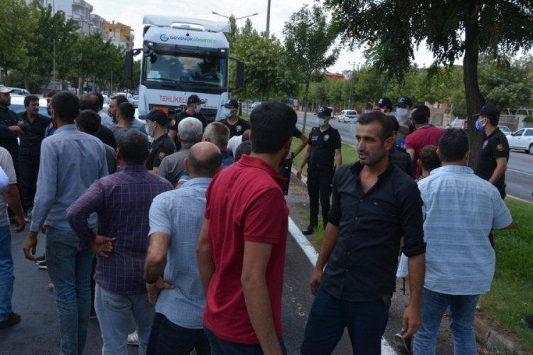 Elektrik kesintilerini protesto eden çiftçiler yolu kapatı