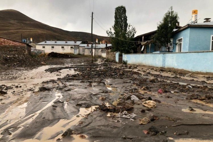 Bayburt'ta sel: 11 hayvan öldü