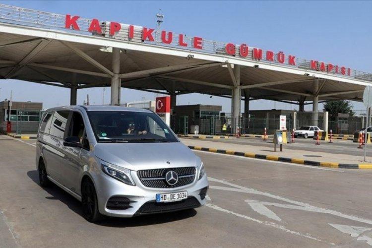 Gurbetçiler Türkiye'den ayrılıyor: 'Vatanımız cennet, çok hüzünlüyüz'