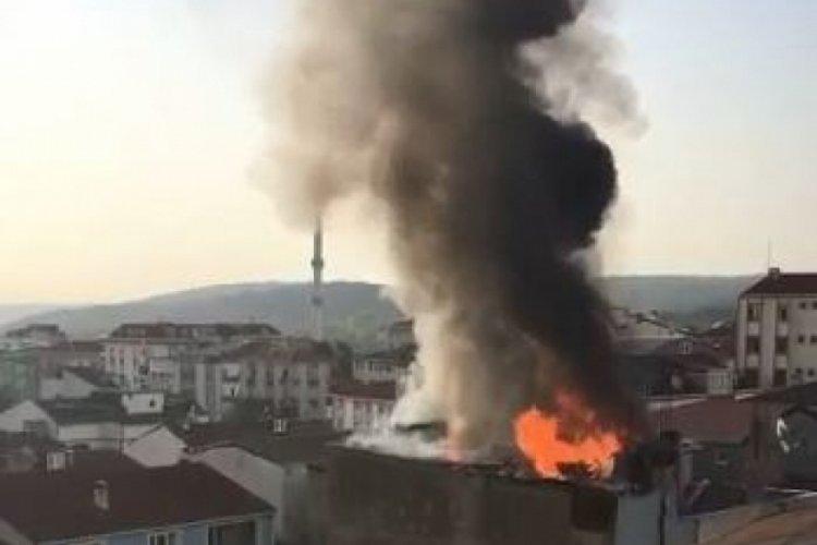 İstanbul Arnavutköy'de çatı katı alev alev yandı