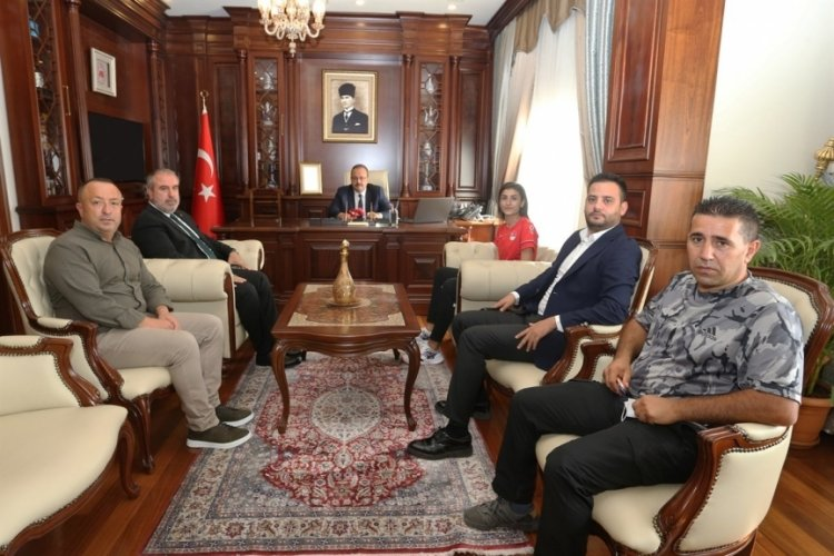 Bursa'nın gururu Hatice Kübra İlgün'ü, Vali Canbolat makamında kabul etti