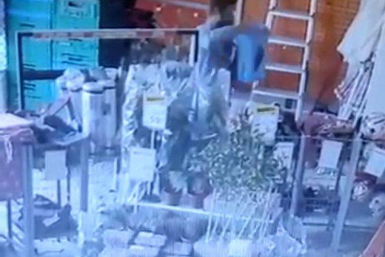 Bursa'da süper market hırsızları kameralara yansıdı