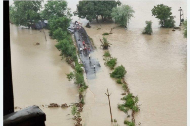 Hindistan'ı yine sel vurdu: Çok sayıda kişi öldü