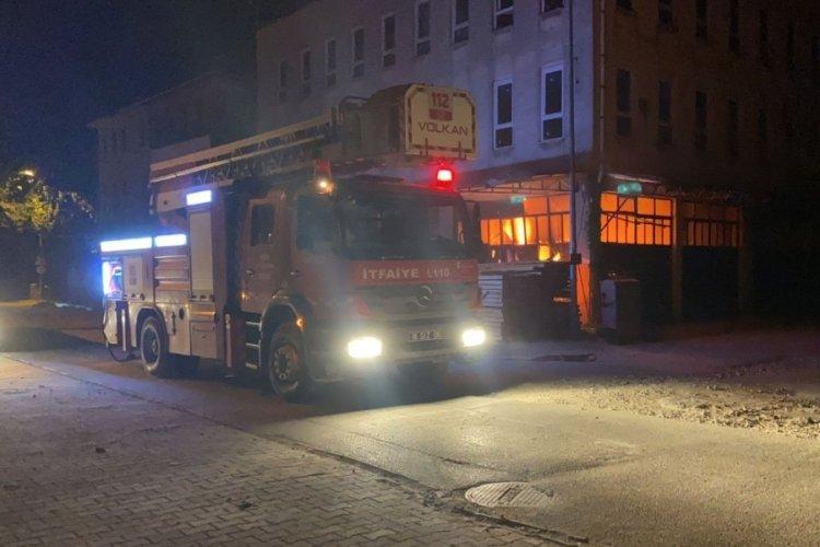 Bursa'da yangın: Polislerin dikkati büyümesini engelledi
