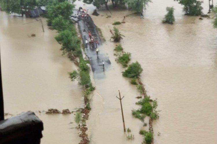Hindistanı sağanak yağmur vurdu: Sel sonucu en az 15 ölü!