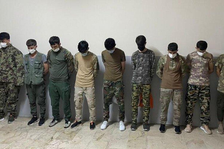 Asker kıyafetiyle dolaşan Afgan göçmenler yakalandı