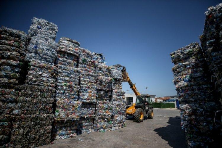 Bursa'da plastik atıklar geri dönüşümle sektörlere ham madde oluyor